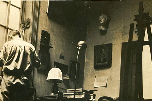 アトリエの鈴木誠1930頃.jpg