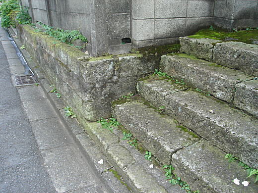 上落合の大谷石階段.jpg