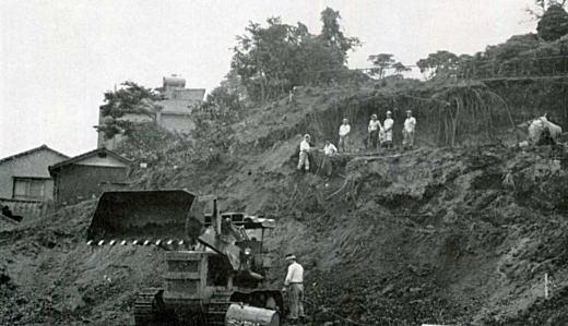 下落合横穴古墳発見19660116.jpg