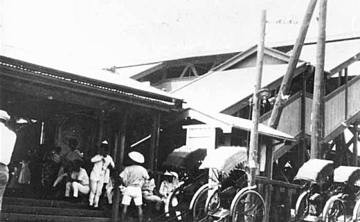 中野駅前人力車(中野写真資料館).jpg