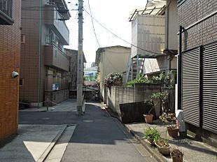 尾崎一雄旧居跡.JPG