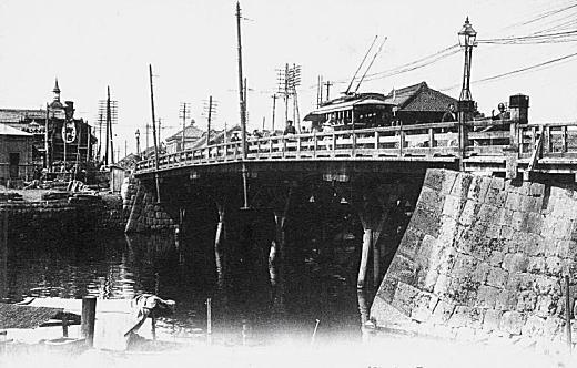日本橋木橋(明治中期).jpg