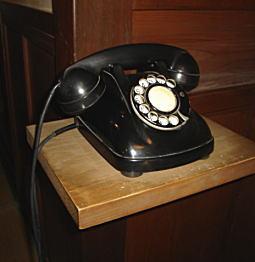 昭和の黒電話.jpg