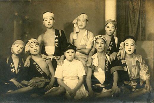 松竹歌劇団の歌手を迎えて1946.jpg