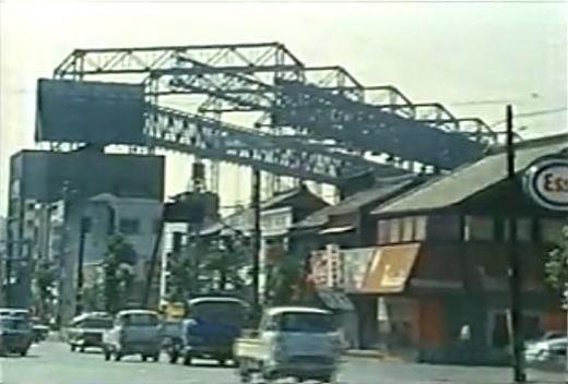 横須賀工廠ガントリークレーン1970.jpg