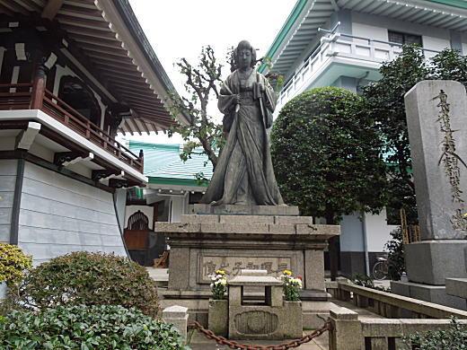 正覚寺三澤初子像2.JPG