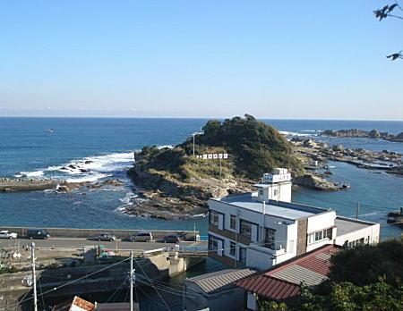 江澤館と仁右衛門島.JPG