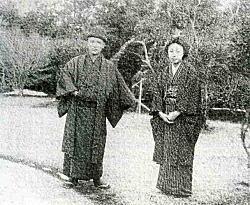 満谷夫妻(下落合アトリエ庭).jpg