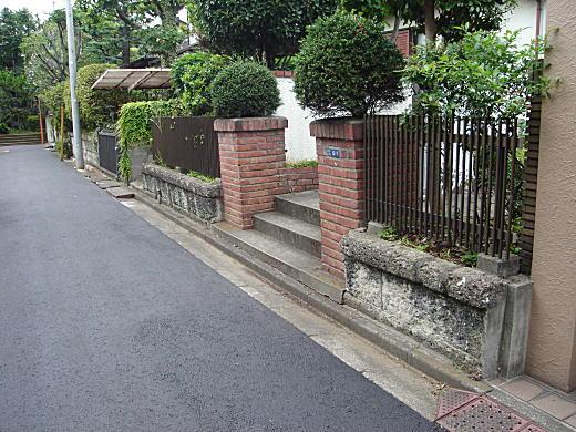 目白文化村縁石.JPG
