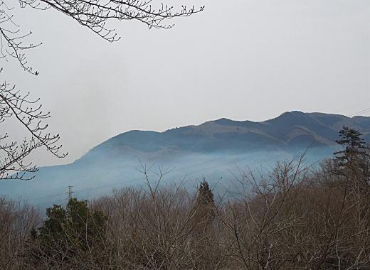 秩父連山の霞.JPG