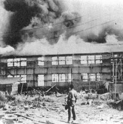 空襲直後の中島飛行機製作所.jpg