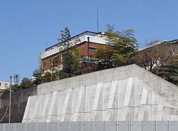 筑土八幡町セメント擁壁.JPG