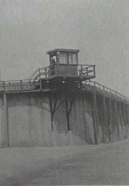 豊多摩刑務所監視所.JPG