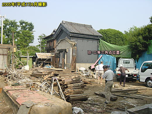 遠藤邸の旧二等三角点.JPG