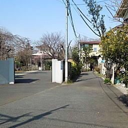 領玄寺と路地.JPG