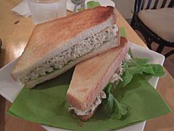 鶏肉とラッキョウのトーストサンド.JPG