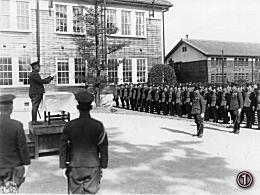 陸軍士官学校で配られた写真。(5...