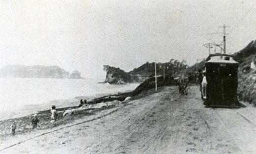 七里ヶ浜江ノ電1907.jpg