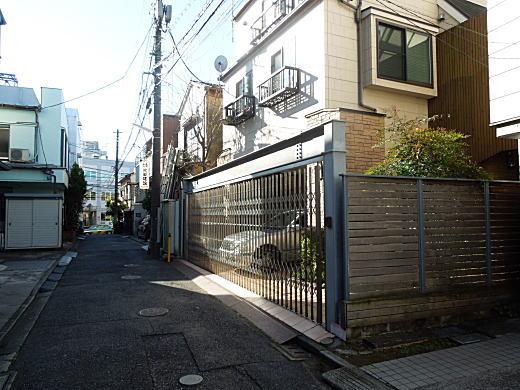 壺井繁治・栄邸跡(東側).JPG