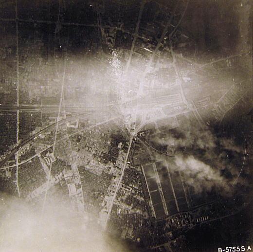 新宿駅淀橋浄水場空襲19450525.jpg