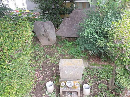於菊さんの墓.JPG