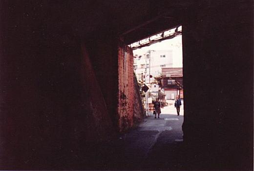武蔵野鉄道ガード2_1983.jpg