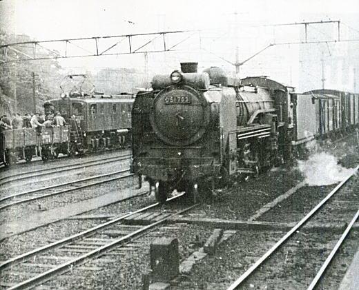 目白駅D51通過1954.jpg