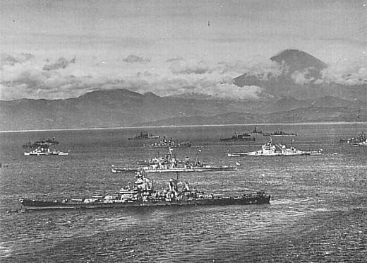 相模湾の米艦隊1945.jpg