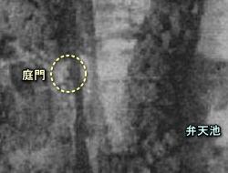相馬邸庭門1947.JPG