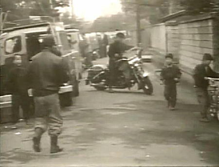 石橋湛山邸前1957.JPG