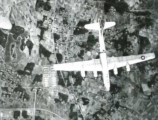 空中写真F13とB29.jpg