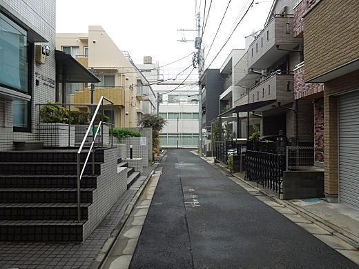 菊富士ホテル路地.JPG