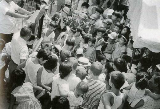 街頭紙芝居1964.jpg