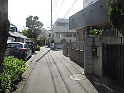 鎌田りよ宅前道.JPG