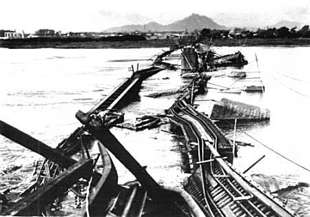 馬入川鉄橋崩落.jpg